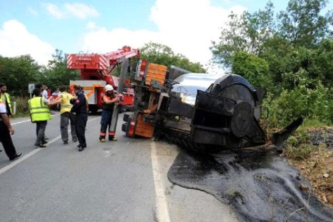 3. Köprü'ye zift taşıyan tanker devrildi: 1 ölü