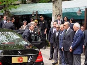 Abdullah Gül cuma namazını Emirganda kıldı