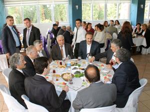 Başkan Adaylarını buluşturan kahvaltı