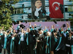 İlk mezunlar yeniden kep attı