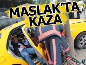 Maslakta tır ile taksi çarpıştı!