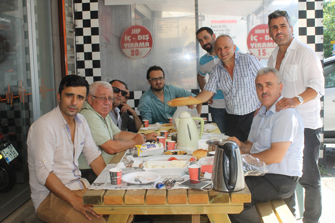 Muhtar Çınar'dan keyifli kahvaltı