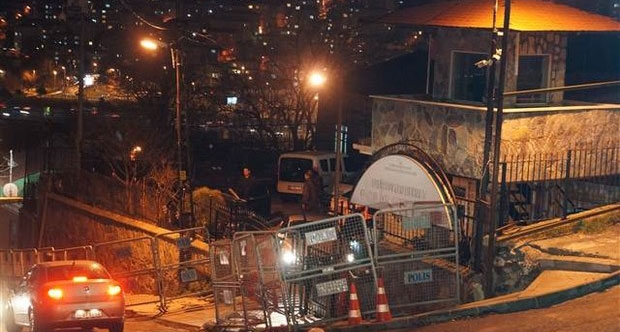 Sarıyer'de karakola bombalı saldırı! Saldırgan vuruldu