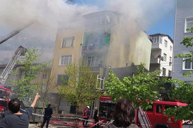 Baltalimanı'nda çıkan yangında bir ev kül oldu