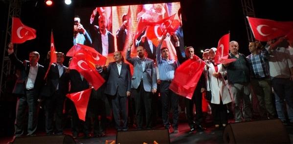 BİNLERCE KİŞİ DEMOKRASİ NÖBETİ TUTTU