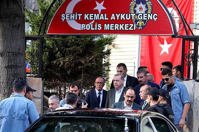 Erdoğan'dan Tarabya'daki polis merkezine bayram ziyareti