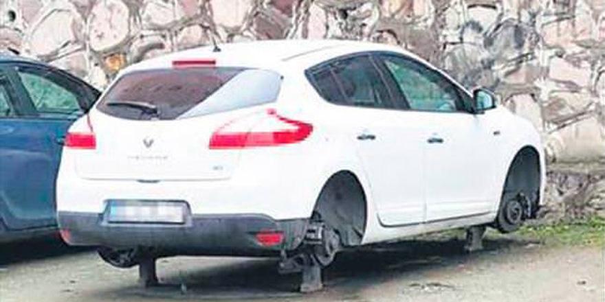 Evinin önüne park ettiği aracın lastiklerini çaldılar