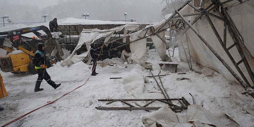 Sarıyer'de pazar yerinin çatısı çöktü!