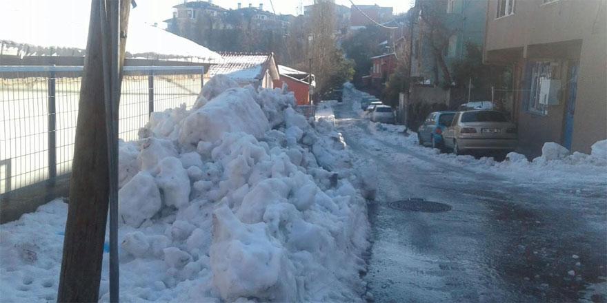 Sarıyer'de yollar buzlandı