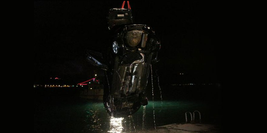 Sarıyer'de eşiyle tartışan kadın aracını denize attı!