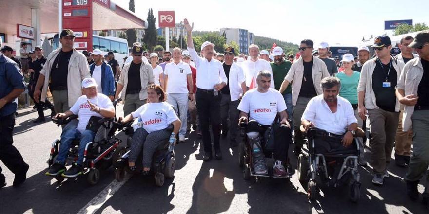 Adalet Yürüyüşü'ne tekerlekli sandalye ile katıldı