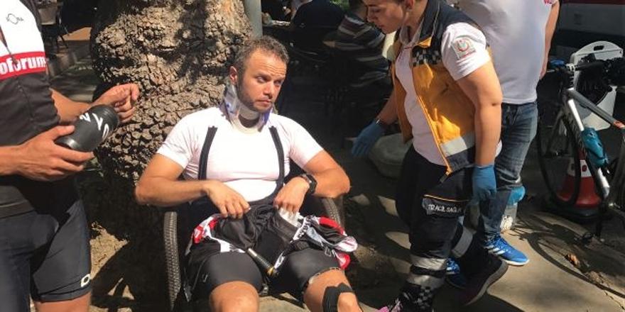 Profestonel bisikletçi 'U' dönüşü yapan araca çarptı