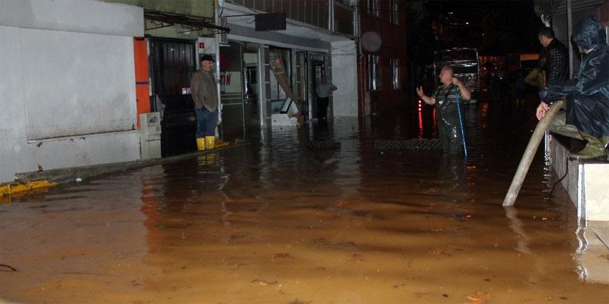 İstinye'de ev ve işyerleri sular altında kaldı