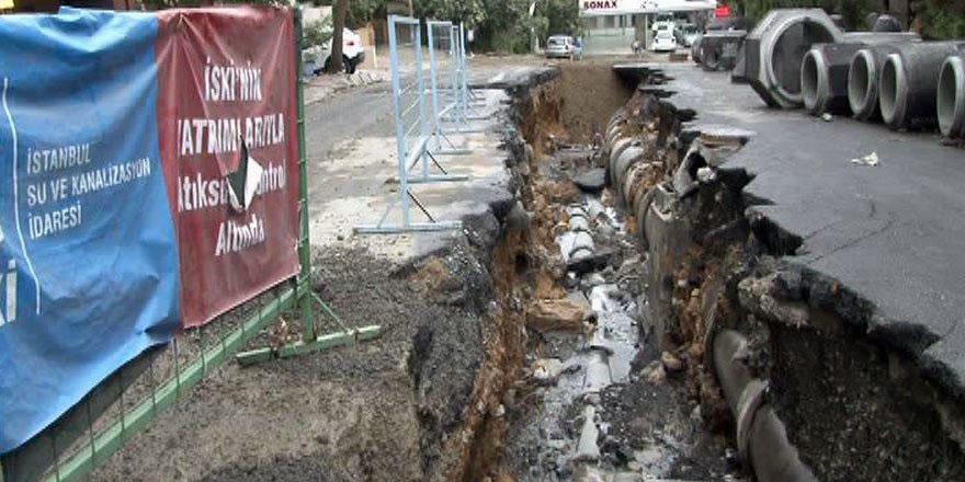 Sel suları İSKİ'nin kapattığı 4 metrelik çukuru geri açtı