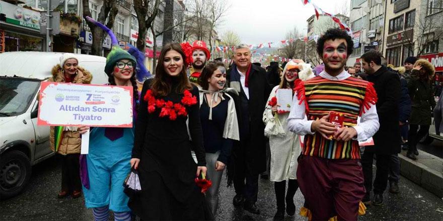 'TiyatrOda Şenliği' kortej yürüyüşüyle başladı
