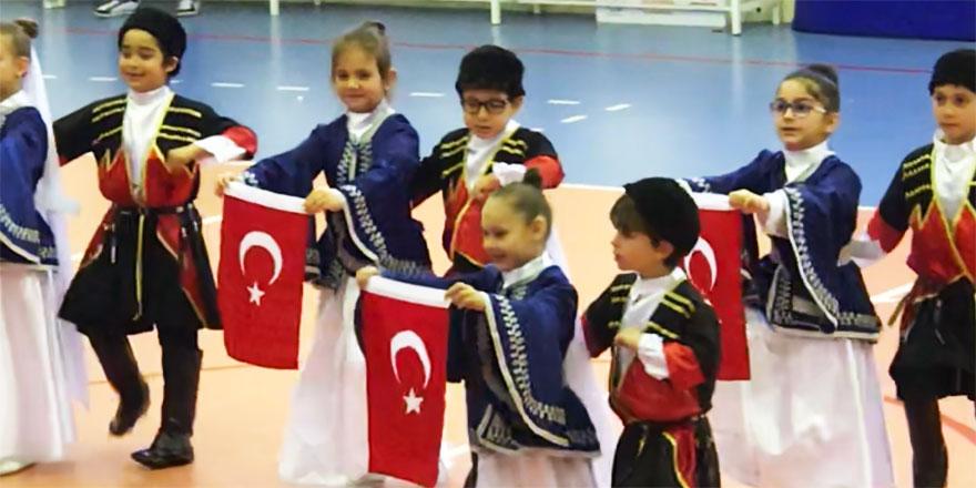 Balahatun İlkokulu öğrencileri 23 Nisan'ı coşkuyla kutladı