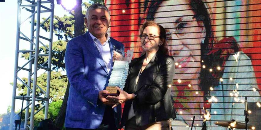 Beyaz Martı Edebiyat Onur Ödülü İnci Aral aldı