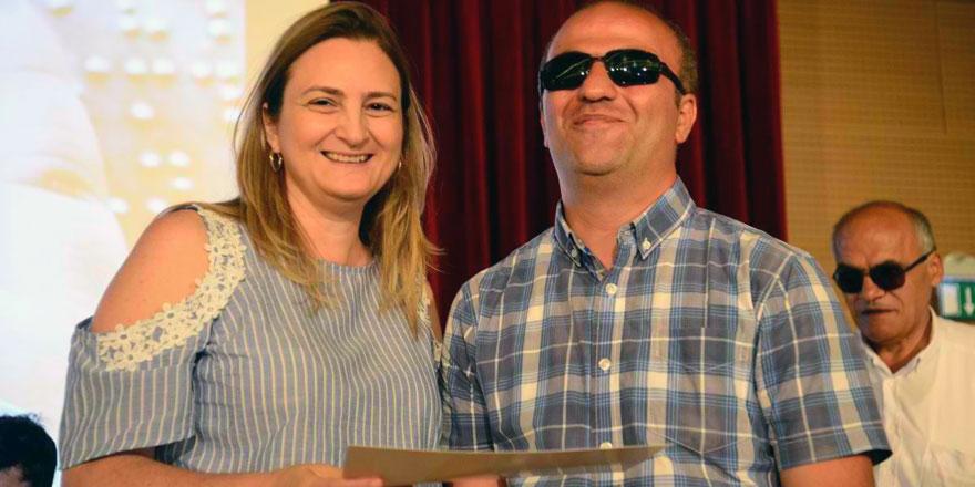 Görme engelliler bilgileriyle yarıştı