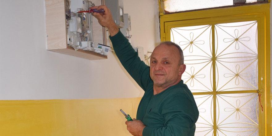 Muhtardan ücretsiz elektik hizmeti