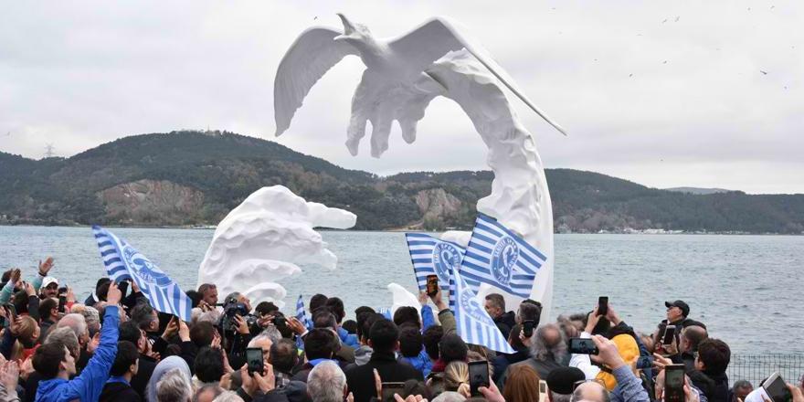 Sarıyer'in sembolü 'Beyaz Martı Heykeli' açıldı