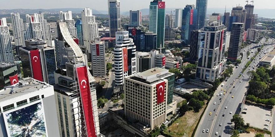 Maslak'taki plazalar Türk Bayrakları ile donatıldı