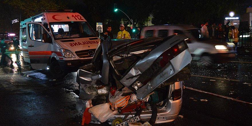 Sarıyer'de trafik kazasında savrulan araç yayalara çarptı