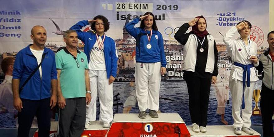 Sarıyer Belediyesi karate takımından bir haftada 30 madalya