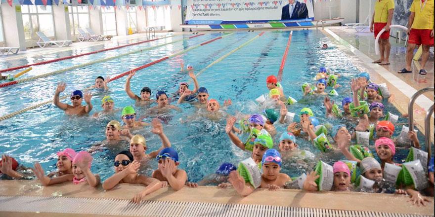 Sarıyerli öğrenciler tatilin tadını yüzerek çıkaracak