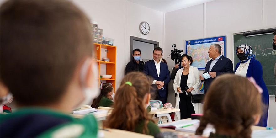 Ekrem İmamoğlu ve Şükrü Genç yenilenen okulu ziyaret etti