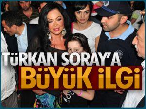 Türkan Şoray'a büyük ilgi