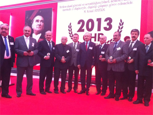 Kılıçdaroğlu'ndan başkanlara teşekkür plaketi