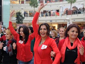 Sarıyerli kadınlar şiddete karşı dans etti