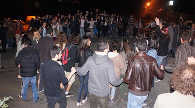 Koç Üniversitesi önünde protesto