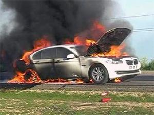 Takla atan otomobil alev alev yandı