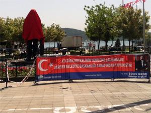 Atatürk heykeli değişti