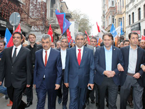 AK Parti 10 bin kişiyle iktidara yürüdü