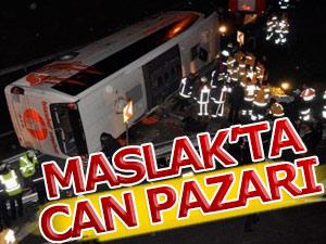 Maslakta yolcu otobüsü devrildi