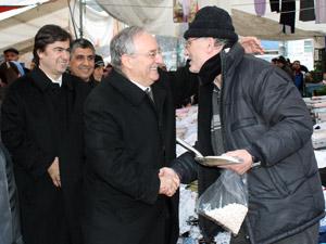 Sedat Özsoy, pazarcıları dinledi