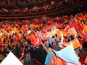 AK Parti'den coşkulu iktidara yürüyüş gecesi