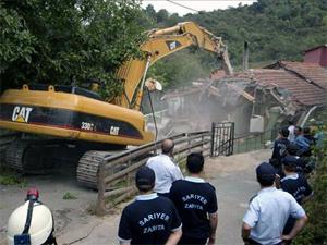 Sarıyer'de seçim sonrası yıkımlar başladı