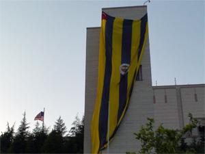 İstinyedeki başkonsolosluğa Fenerbahçe bayrağı