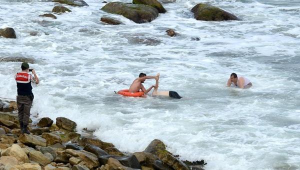 Sarıyerde denize giren bir genç boğuldu