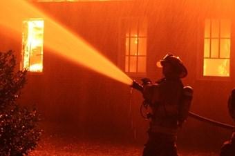 Sarıyerde 3 gecekondu yandı