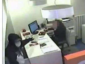 Sarıyerde silahlı banka soygunu kamerada VİDEO