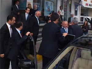Bakan Bozkır yarım saat ilçe başkanını bekledi