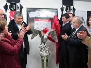 Galatasaraylı başkan Kartal heykeli açtı