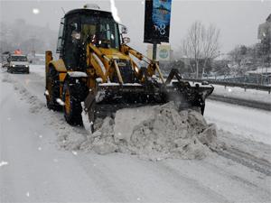 İki belediyeden 7/24 kar mesaisi