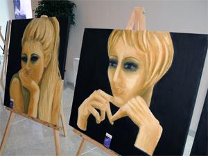 Kadınların yüzleri tablolara yansıdı