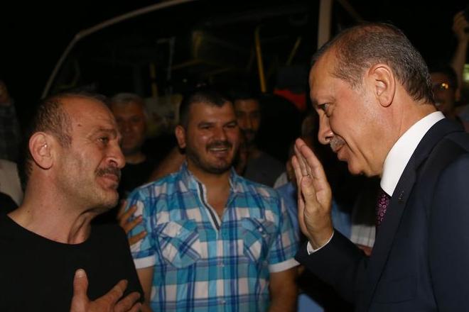 Erdoğan'dan minibüsçülere sürpriz ziyaret