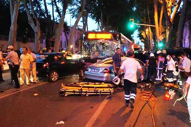 Sarıyer otobüsü Beşiktaş'ta kaza yaptı: 2 ölü